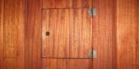 Detail poistkovej skrine, Meranti