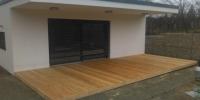 Drevená terasa pri rodinnom dome materiál ( S. Smrekovec )