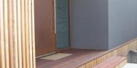 Vstup do domu materiál ( terasa Kempas,obklad S. Smrekovec )