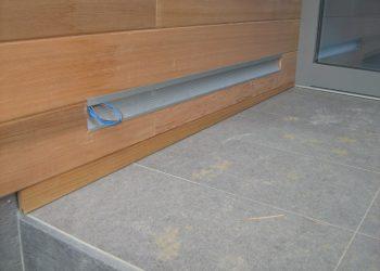 Detail osvetlenia vstupu domu materiál ( Céder )