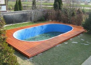 Drevenná terasa bazéna ( S. Smrekovec )