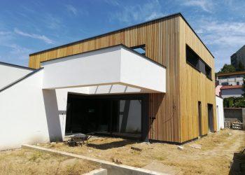 Drevenný obklad domu materiál ( S.Smrekovec )
