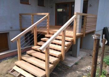Vysoký decking materiál terasa ,schodisko ( Garapa ) zábradlie ( Céder , nerez lanko )